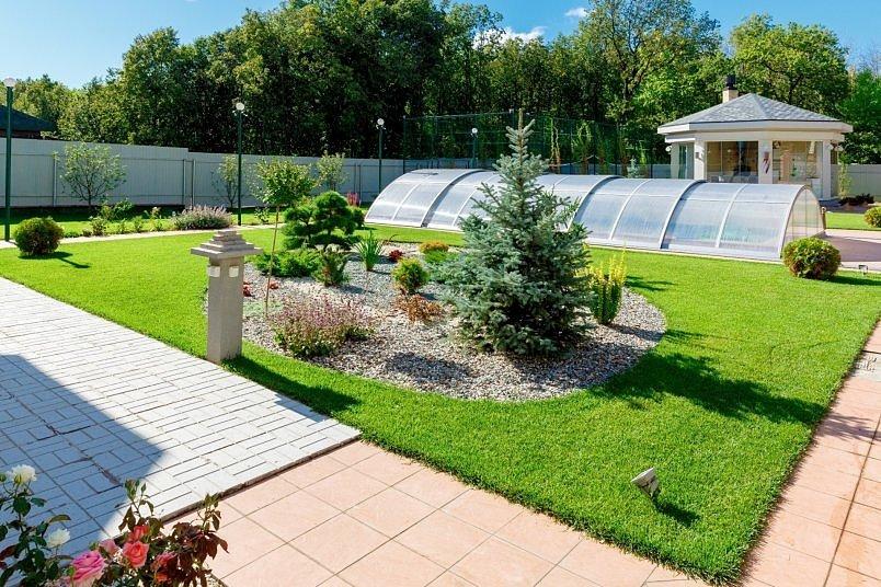 Укладка и оформление газона